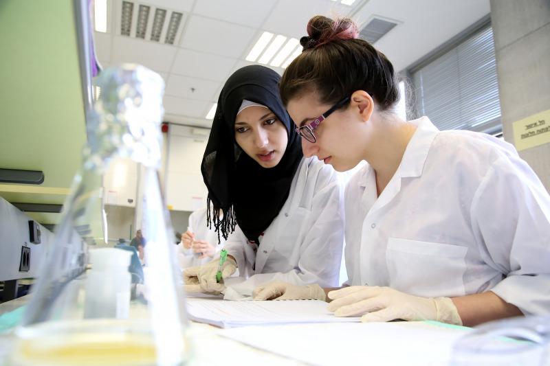 סטודנטים במעבדה
